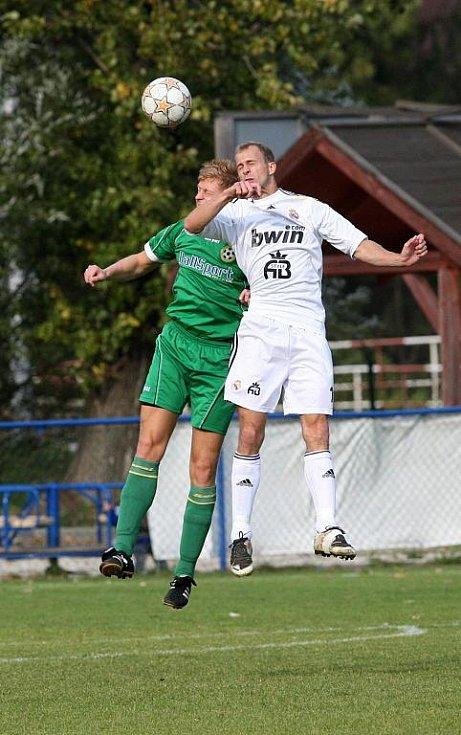 Fotbalisté Sokola Lískovec porazili v dresech Realu Madrid zeleně oděné hráče Odry Petřkovice.