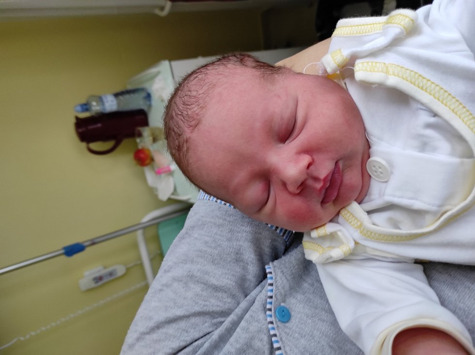 Adam Karaffa, Frýdek-Místek narozena 18. dubna 2021 míra 54 cm, váha 4250 g. Foto: Jana Březinová