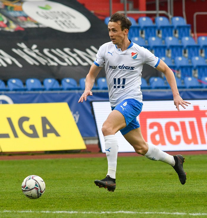 Fotbalisté Baníku Ostrava (v modro-bílém) v duelu 28. kola FORTUNA:LIGY s Mladou Boleslaví (2:1). Záložník Daniel Tetour, který zajistil domácím v 74. minutě výhru.
