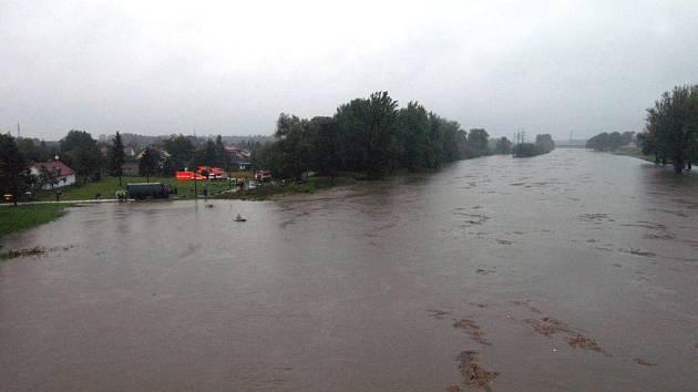 Odra u Koblova ohrožovala obyvatele části zvané Žabník