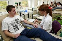 V rámci akce nazvané Daruj krev s HGF (Hornicko-geologická fakulta) ostravské VŠB-Technické univerzity v úterý darovala nejcennější tekutinu více než stovka studentů, jejich pedagogů i dalších pracovníků fakulty.