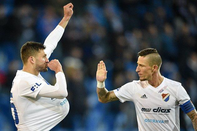 Utkání 24.kola první fotbalové ligy: Baník Ostrava - FK Mladá Boleslav, 9.března 2020vOstravě. Zleva Patrizio Stronati zOstravy a Jiří Fleišman zOstravy,