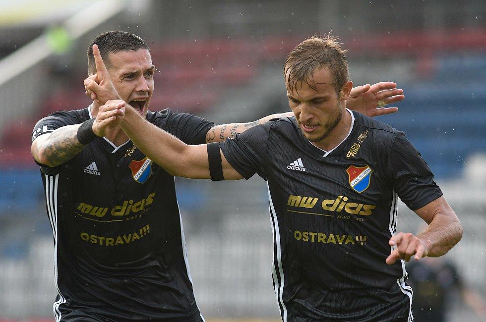 Utkání 28. kola první fotbalové ligy: SK Sigma Olomouc - FC Baník Ostrava, 7. června 2020 v Olomouci. Roman Potočný, Nemanja Kuzmanovič