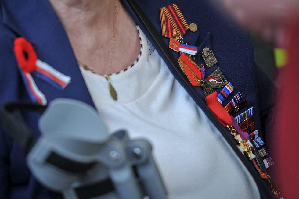 Slavnostní nástup vojáků Krajského vojenského velitelství Ostrava u pomníku Rudé armády 30. dubna 2018 v ostravských Komenského sadech připomněl 73. výročí osvobození Ostravy.