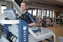 Útočník ostravského Baníku Václav Svěrkoš, který se koncem listopadu podruhé podrobil operaci křížového vazu v koleni, nyní rehabilituje v Schalke.