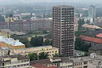 Jednadvacetipatrová dominanta Ostravy na Ostrčilově ulici už léta působí problémy.