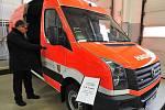 Speciální techniku za více než dvanáct milionů korun převzali v úterý v Ostravě profesionální a dobrovolní hasiči vybraných obcí Moravskoslezského kraje. Peníze na nákup vybavení ze svého rozpočtu vyčlenil Moravskoslezský kraj.