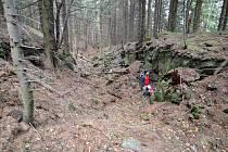 Výzkum skalních trhlin na Lukšinci pod Lysou horou.
