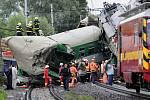 Záběry z místa páteční železniční nehody rychlíku Comenius ve Studénce. Pokračuje tady odstraňování trosek a vyšetřování příčin nehody