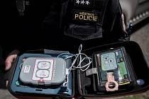 Dva automatizované externí defibrilátory mají ve své výbavě i ostravští strážníci.