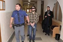 Odvolací soud ve čtvrtek zpřísnil trest bývalému vězeňskému dozorci ze Slovenka, který v Ostravě přepadl banku.