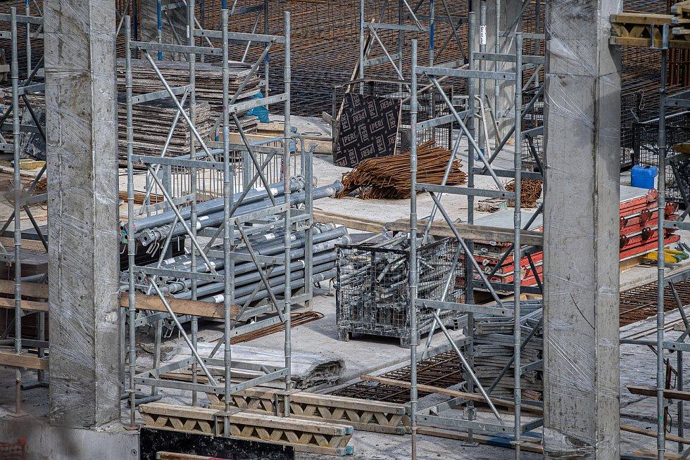 V Ostravě u výstaviště Černá louka pokračuje 9. března 2021 výstavba nových budov Ostravské univerzity.