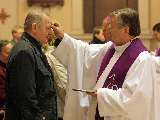 Na Popeleční středu sloužil v katedrále Božského spasitele vOstravě mši svatou ostravsko-opavský biskup František Václav Lobkowicz.