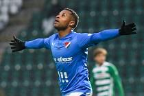 Fotbalisté Baníku Ostrava (v modrém) remizovali v sobotním utkání 27. ligového kola na hřišti Bohemians 1:1. Vedoucí gól dal v 84. minutě De Azevedo. Na výhru to ale nakonec nestačilo.