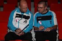 Rostislav Brož (vlevo) a Radek Korený spřádají plány na další výhru futsalistů Jistebníku.