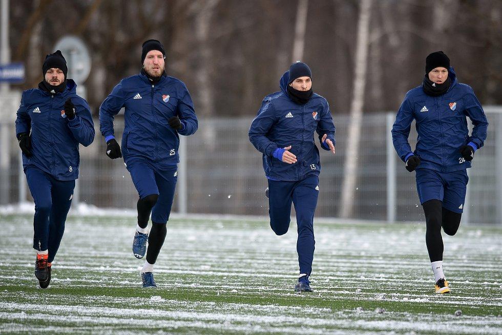 Zimní příprava FC Baníku Ostrava, 3. ledna 2019 v Ostravě. Na snímku (druhý zprava) Nemanja Kuzmanovič.