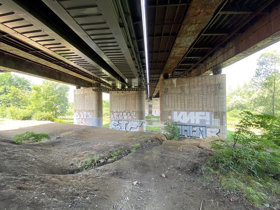 Most přes řeku Odru v ulici Opavská v Ostravě-Porubě čeká rekonstrukci, snímky z 13. července 2021.