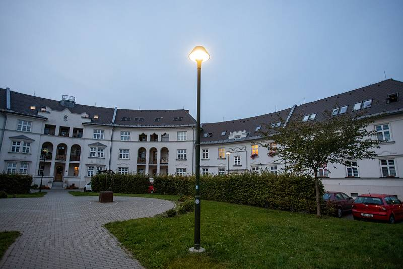 Nové osvětlení v Jubilejní kolonii a v Ostravě-Dubině na ulicích Jaromíra Matuška a Jana Maluchy, říjen 2021 v Ostravě.