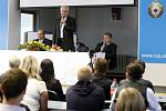 Prezident Miloš Zeman v rámci své návštěvy kraje se sešel i se studenty Vysoké školy podnikání v Ostravě.