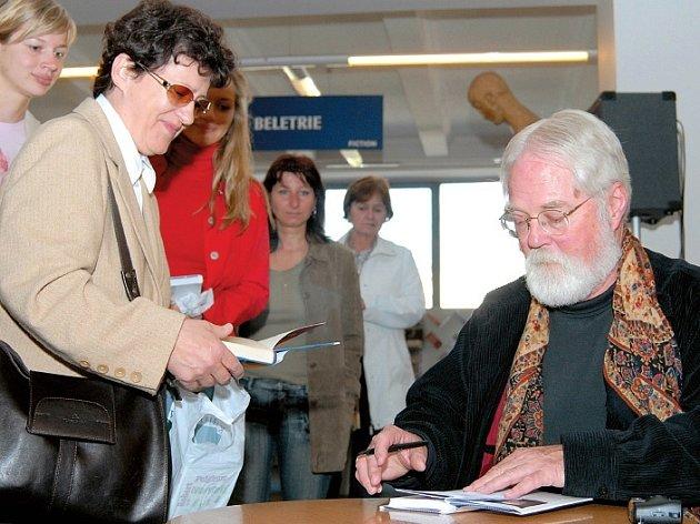 Světoznámý spisovatel na autogramiádě v ostravském Librexu.