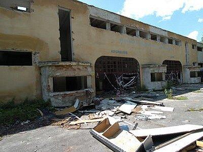 Koupaliště v Ostravě-Mariánských Horách je v katastrofálním stavu.