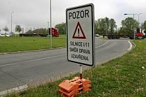 Řidiči si od soboty musejí zvykat na uzavřený půlkilometrový úsek Opavské ulice v Ostravě Porubě. První zatěžkávací den byl relativně poklidný.
