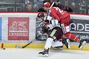 Utkání 9. kola hokejové extraligy: HC Oceláři Třinec - HC Sparta Praha, 12. října 2018 v Třinci. Na snímku (zleva) Lukáš Klimek a Vladimír Dravecký.