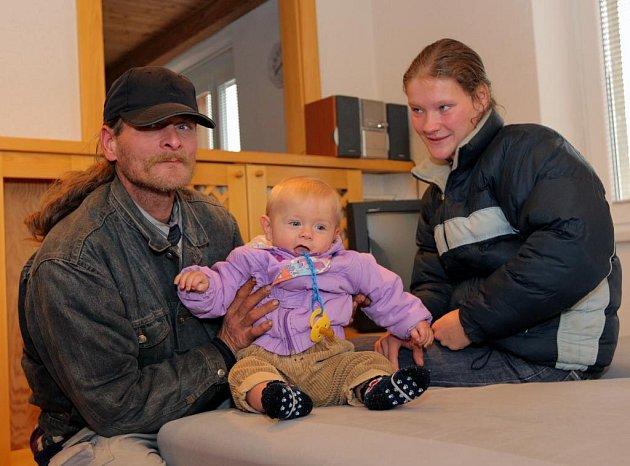 Michaela Slavíková, malý Liborek a její přítel Libor v novém bytě