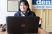 Eva Jurinová v redakci Deníku