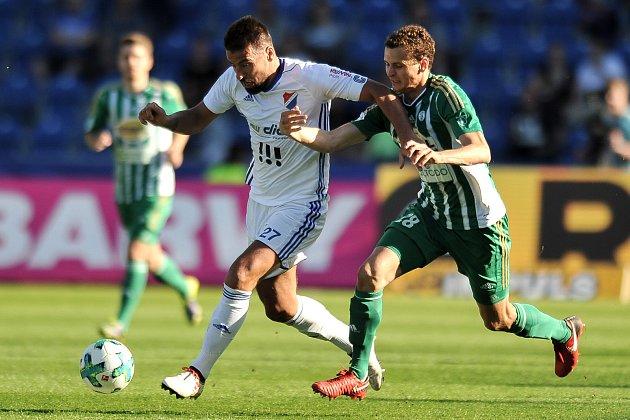 Zápas 24. kola první fotbalové ligy: FC Baník Ostrava vs. Bohemians Praha 1905, 14. dubna 2018 v Ostravě. Milan Baroš a Hůlka Lukáš.