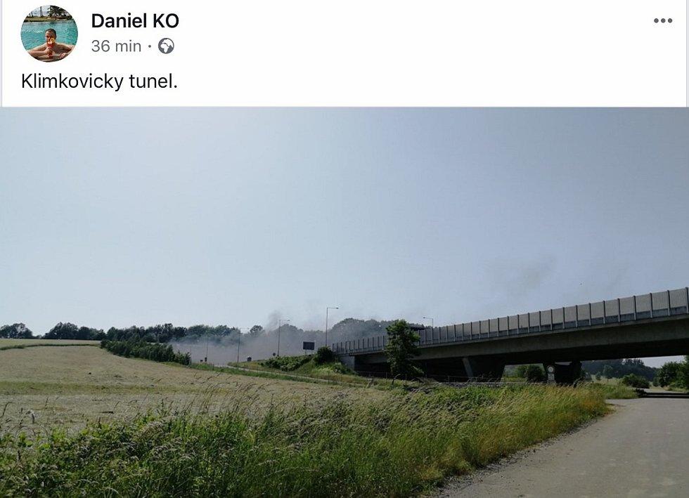 Požár automobilu uzavřel tunel na D1 u Klimkovic.