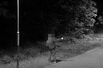 K silně podnapilému muži neznalému pravidel pro bezpečnou manipulací se zbraní vyjížděli do Ostravy-Zábřehu ostravští strážníci společně s kolegy s Policie České republiky.
