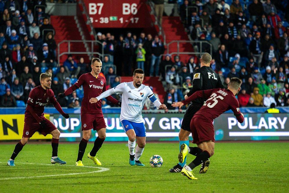 Utkání 20. kola první fotbalové ligy: Baník Ostrava - Sparta Praha, 14. prosince 2019 v Ostravě. Na snímku zleva David Lischka, Milan Baroš, Michal Trávník.