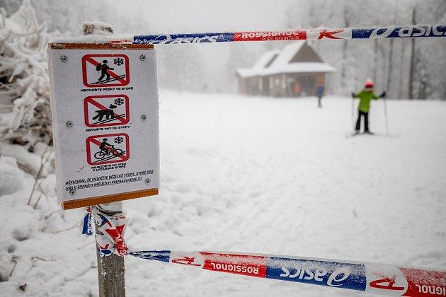 Sněhová nadílka přilákala 9.ledna 2021návštěvníky na Pustevny vBeskydech.