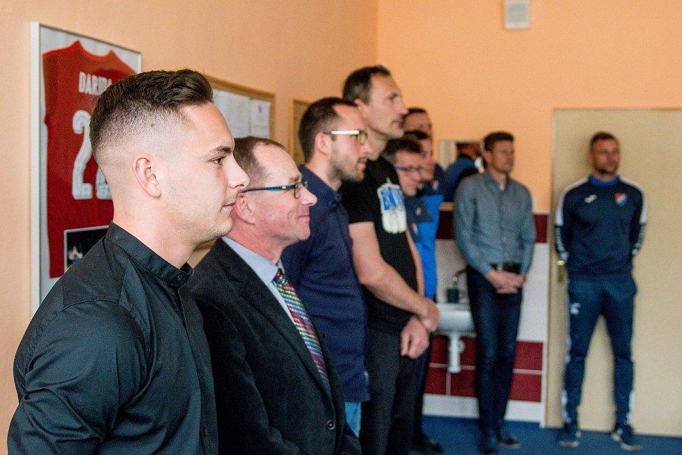 Slavnostní předání certifikátu (DofE) mládežnické akademii FC Baník Ostrava na ZŠ J. Šoupala v Ostravě-Porubě.