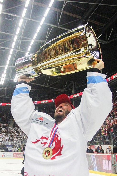 Šimon Hrubec po finále play off hokejové extraligy, duben 2019 v Třinci.