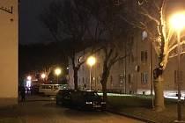 Na místě výbuchu bytu a následného požáru v Ostravě-Hulvákách zasahovali ostravští hasiči, policisté i zdravotníci.