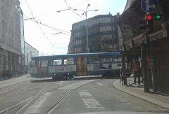 Vykolejená tramvaj v Ostravě.