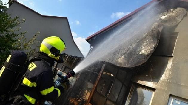 Zásah hasičů u požáru v Šenově.