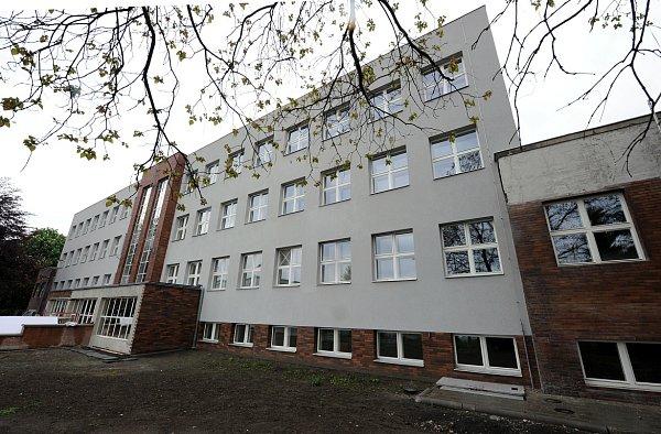Vdnešní ulici Odboje vOstravě nedaleko městské nemocnice na Fifejdách stojí dům, který býval vdobě protektorátu služebnou gestapa.