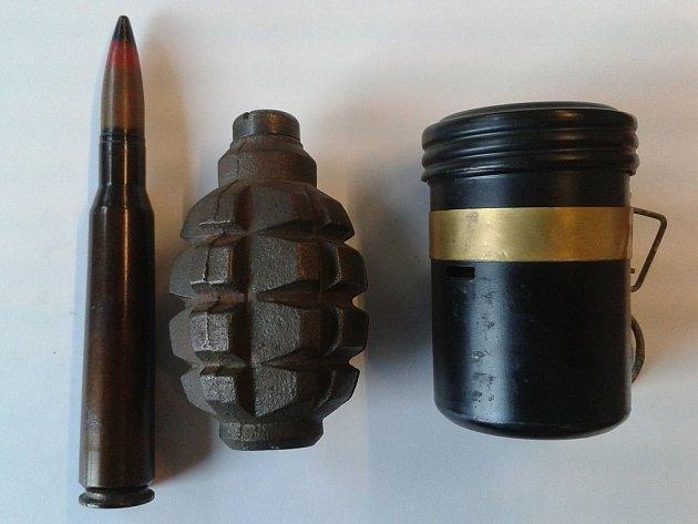 Zbraně a střelivo odevzdané lidmi policii.