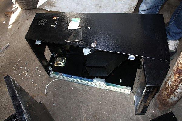 Zloději výherní automaty zcela rozebrali.