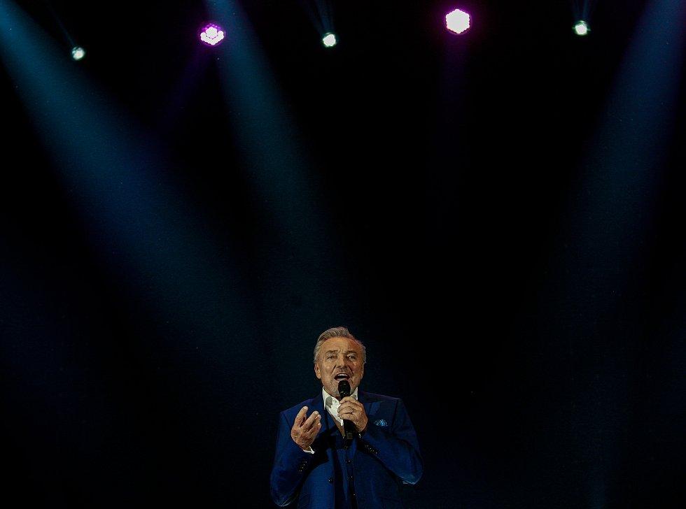 Karel Gott v Ostravě, galakoncert hudebních hvězd, říjen 2017.