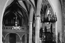 Interiér kostela sv. Václava v Ostravě, kde se Jakub Tisch podílel na postavení nového oltáře.