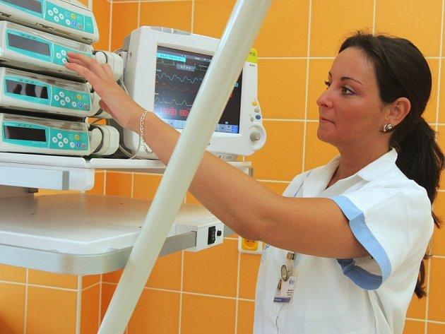 Nová JIP. Velkou změnou prošla jednotka intenzivní péče. Budou se tu moci léčit i pacienti s velmi nebezpečnými nákazami.