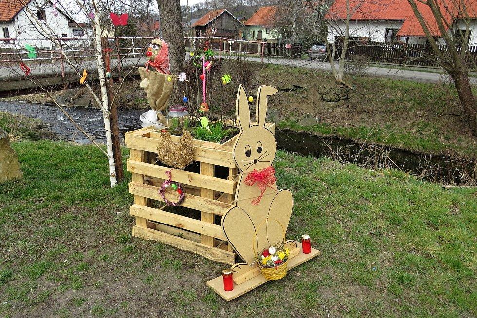 Některá města a obce na Novojičínsku zdobí v těchto dnech velikonoční výzdoba.
