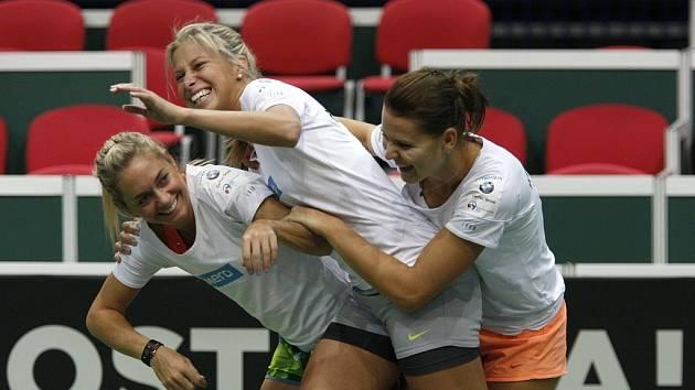 České tenistky zahájili v ostravské ČEZ Aréně přípravu na víkendovou semifinálovou bitvu Fed Cupu s Itálií.