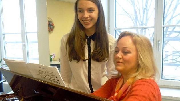 Patricia Janečková se svou profesorkou zpěvu Evou Dřízgovou-Jirušovou.