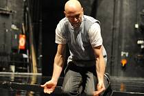 V baletním představení U2 – You Too... Ty taky? se představí téměř celý baletní soubor NDM s hostujícím Zdeňkem Kremláčkem, studentem Janáčkovy konzervatoře a Gymnázia v Ostravě.