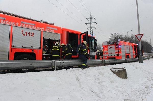 Výluku na trase tramvajové linky číslo jedna způsobil požár.